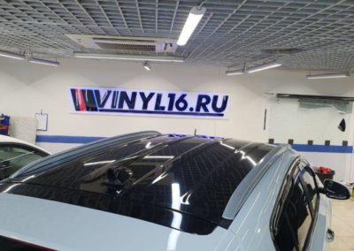 Kia Sportage — оклейка крыши пленкой черный глянец