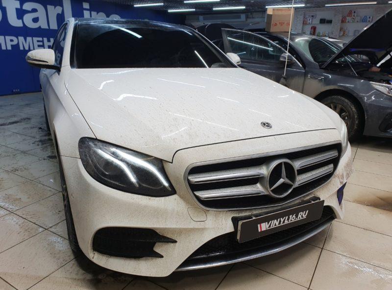 Mercedes E200 — тонировка боковых стекол автомобиля пленкой LLumar 95%