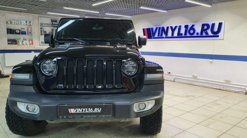 Jeep Wrangler Sahara — бронирование лобового стекла автомобиля