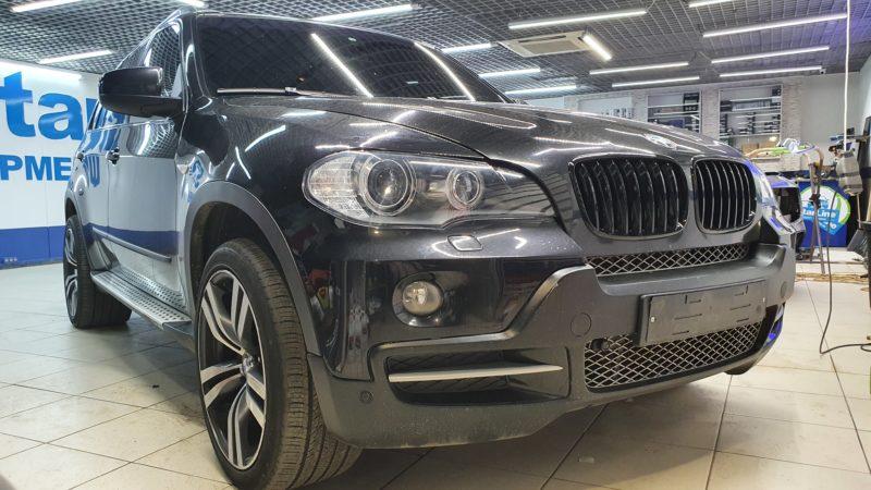 BMW X5 — бронирование фар, тонировка лобового стекла и боковых передних стекол пленкой Johnson 80%