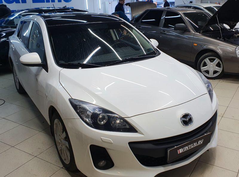 Mazda 3 — снятие старой пленки с крыши авто и оклейка новой черной глянцевой пленкой