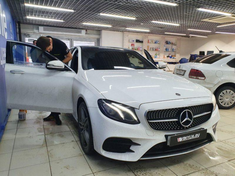 Тонировка боковых стекол пленкой Llumar — автомобиль Mercedes-Benz E — класс