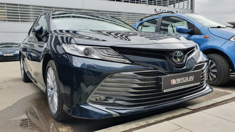 Toyota Camry — тонировка задней полусферы Shadow Guard 95, бронирование фар, ручек, полоса на капот