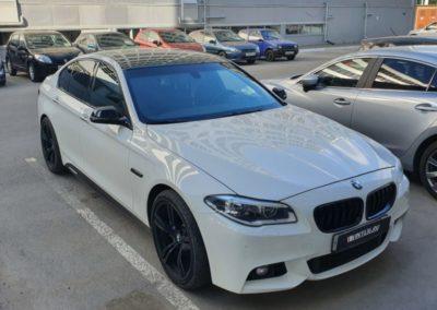 BMW 5 серии — оклейка крыши и тонировка фонарей