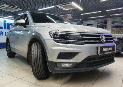 Volkswagen Tiguan — тонировка лобового стекла и боковых стекол атермальной пленкой UltraVision XAIR Blue 80 по акции