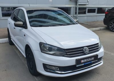 Volkswagen Polo — оклейка автомобиля пленкой белый глянец