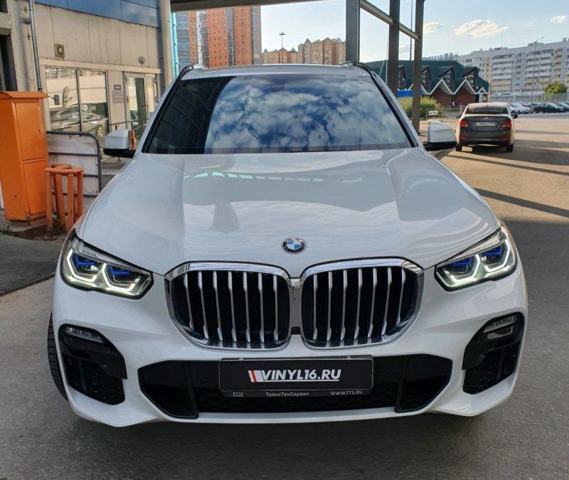 BMW X5 — бронирование лобового стекла, тонировка передних стекол атермальной пленкой UltraVision XAIR BLUE 80