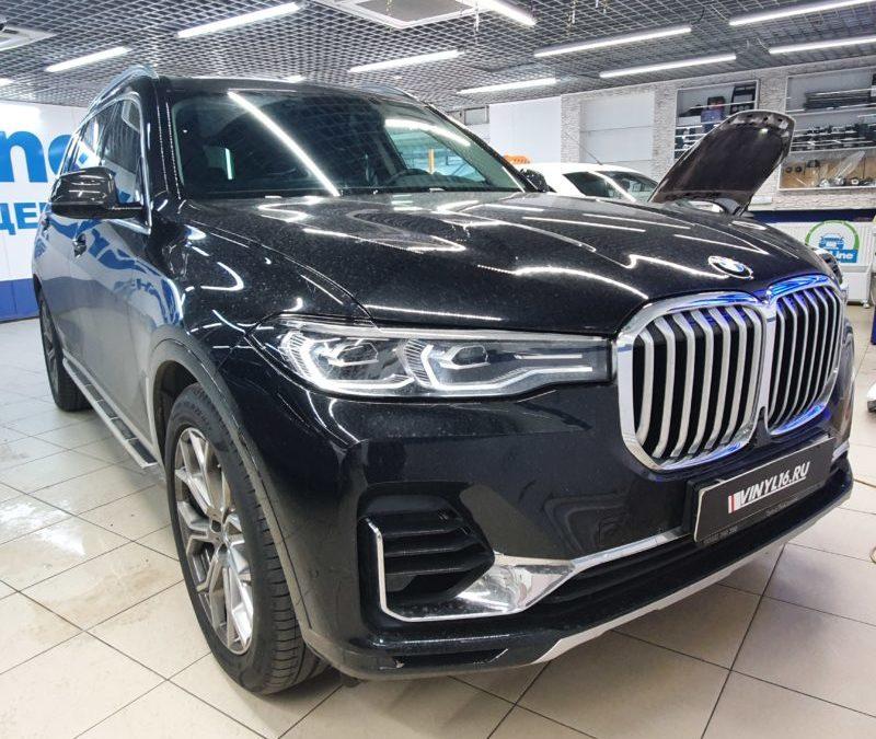 Тонировка лобового стекла и боковых стекол автомобиля BMW X7 атермальной пленкой