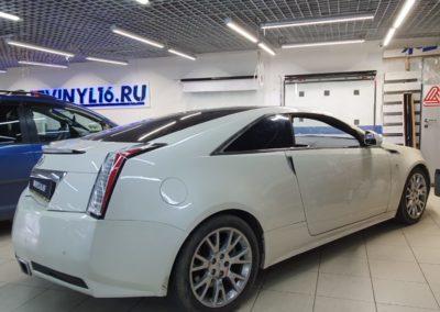 Оклейка крыши автомобиля Cadillac CTS купе пленкой черный глянец