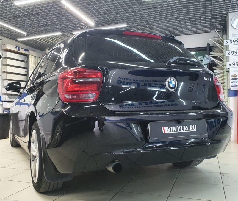 BMW 1 серии — затонировали задние фонари пленкой Oracal