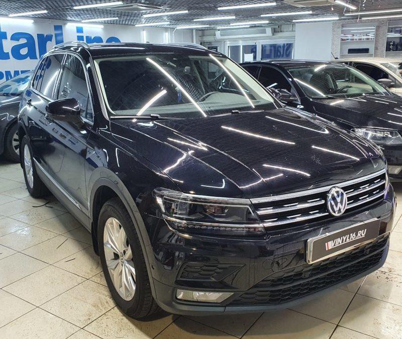 VW Tiguan — полировка стоек и зоны выгрузки, бронирование элементов полиуретановой пленкой DeltaSkin S-Type