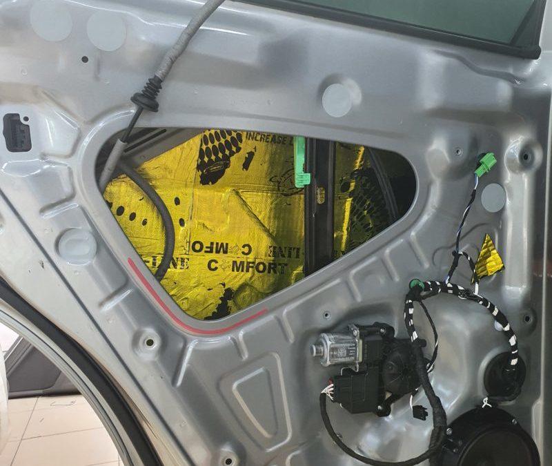 VW Tiguan 2 — шумоизоляция 4-х дверей, комплексное бронирование полиуретаном DeltaSkin, тонировка задней полусферы Shadow Guard 95%