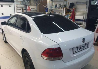 Оклеили крышу VW Polo в черную глянцевую плёнку