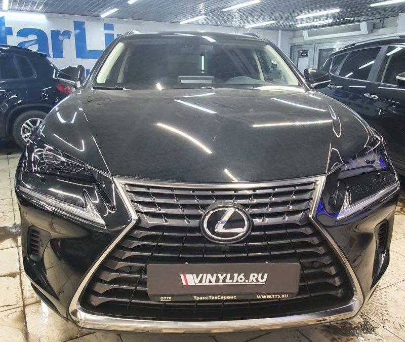 Бронирование фар автомобиля Lexus пленкой STEK светлого оттенка