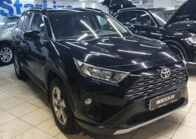 Toyota RAV4 — бронирование зон антигравийной полиуретановой пленкой