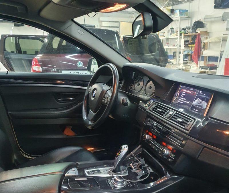 BMW 5 серии — тонировка лобового стекла пленкой 30% светопропускаемости, тонировка боковых стекол 50%.