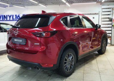 Заднюю полусферу Mazda CX-5 затонировали пленкой LLumar 95%