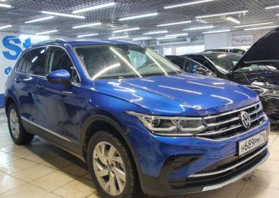 Оклеили хромированные вставки на заднем бампере нового Volkswagen Tiguan, затонировали задние стекла премиальной плёнкой LLumar 95%