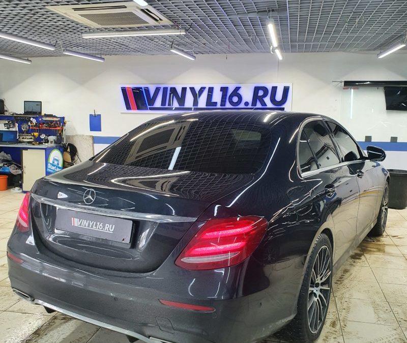 Mercedes E-класса — тонировка боковых стекол пленкой Johnson 95%