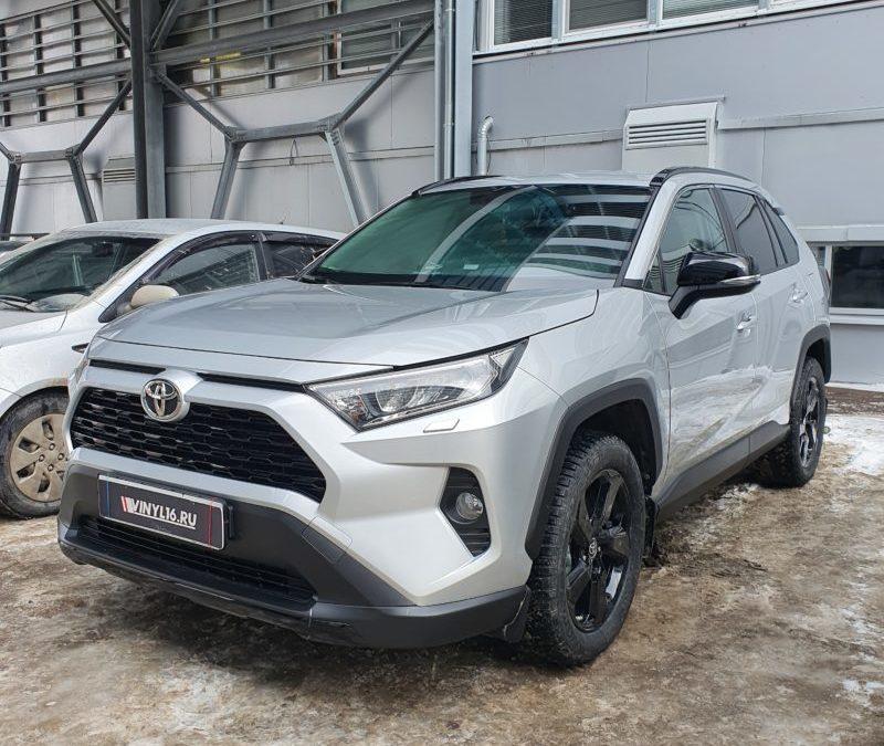 Новый Toyota Rav 4 — бронирование кузова полиуретановой пленкой