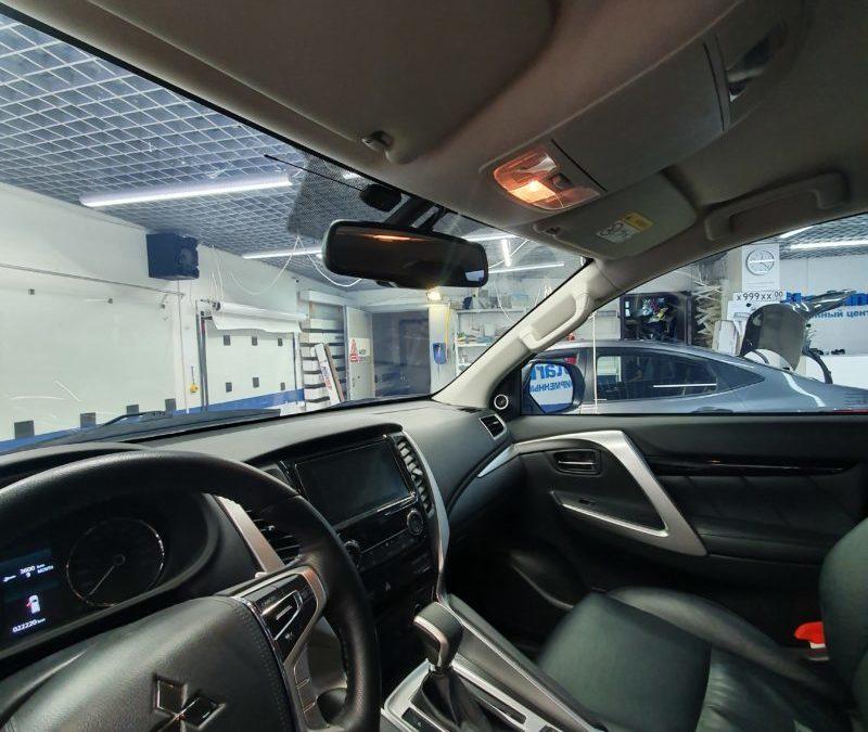 Тонировка атермальной пленкой UltraVision Aquamarine стекол автомобиля Mitsubishi Pajero Sport