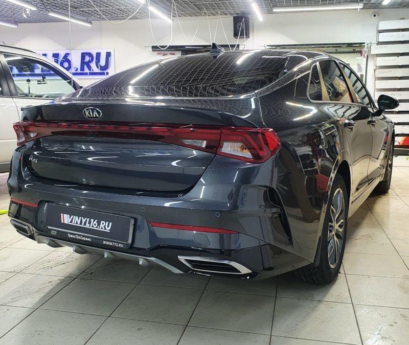 KIA K5 — комплексное бронирование полиуретановой пленкой кузова автомобиля, бронирование лобового, тонировка передних стекол атермальной пленкой