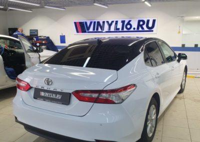 Оклейка кузова автомобиля Toyota Camry пленкой белый глянец