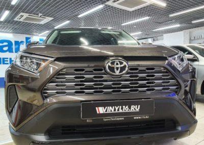 Бронирование части капота автомобиля Toyota Rav 4