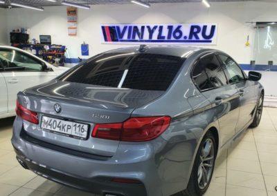 Ремонт вмятины на передней правой двери на BMW 5 серии