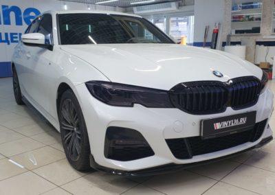 BMW 320 — тонировка боковых стекол пленкой Global 70%, передние фары забронировали полиуретановой пленкой Stek в темном исполнении