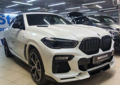 BMW X6 — тонировка задних стекол автомобиля пленкой LLumar 95%, боковые затонированы пленкой LLumar 50%