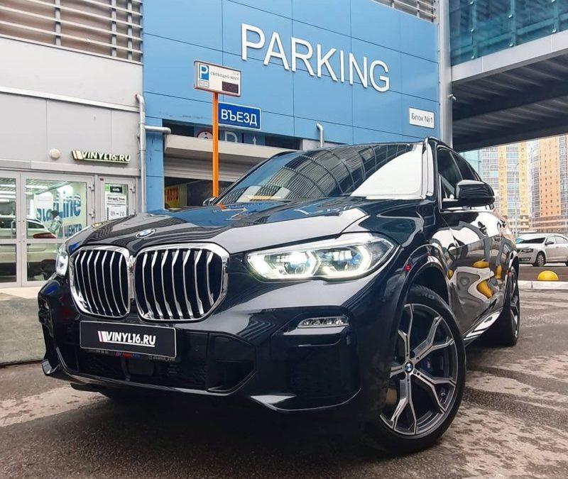 BMW X5 — бронирование полиуретановой пленкой капота, бампера, крыльев, оптики, стоек, зеркал