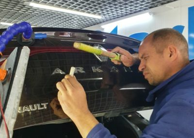 Ремонт вмятины без покраски на кузове автомобиля Renault ARKANA