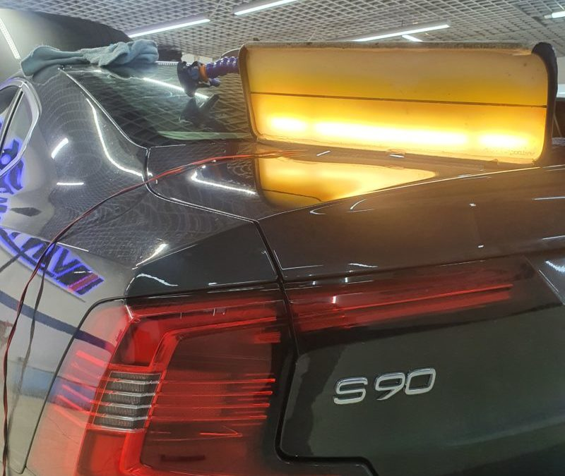 Ремонт вмятины без покраски на капоте автомобиля Volvo S90